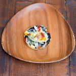 ふわふわ生地にイカ墨ソース、ツナと季節の野菜を載せました!食べやすくおひとりサイズです。